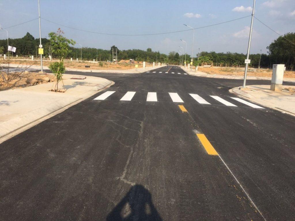 Đường lộ bên trong khu đất nền được đầu tư xây dựng