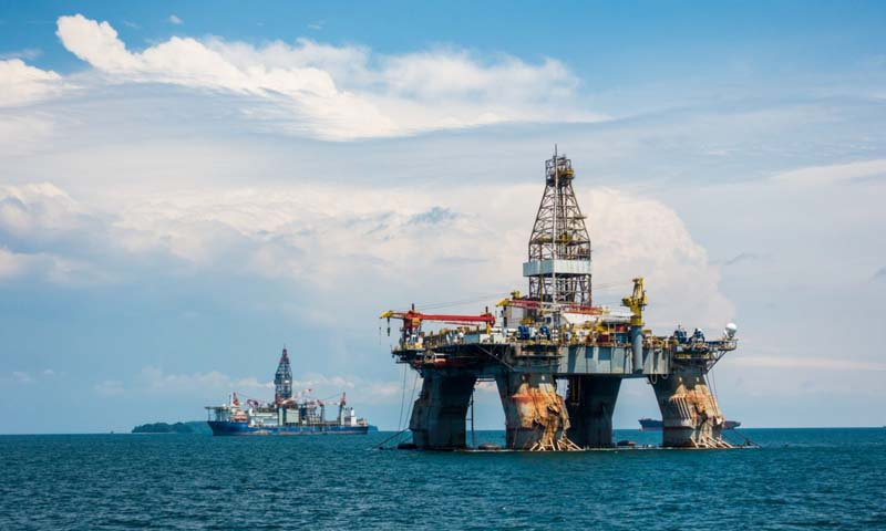 Khai thác dầu mỏ tại Dubai