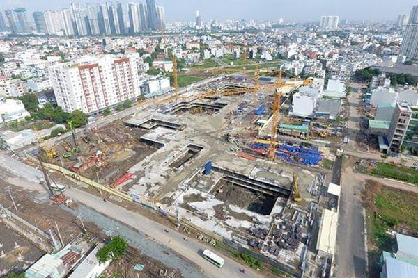 Một khu đất hỗn hợp đang được xây lắp mặt bằng
