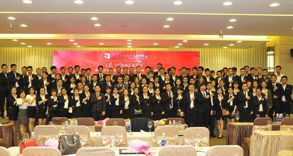 Tập thể nhân viên công ty Nhất Nam Land tổ chức lễ tổng kết cuối năm